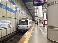 M2 at Levent station.JPG