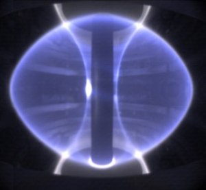 Spherical tokamak - A plasma in the MAST reactor. Note the almost spherical shape of the outside edge of the plasma. The high elongation is also evident, notably the filaments extending off the top and bottom near the central conductor.