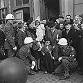 Maastricht Amerikaanse MP's en inwoners waarvan de kinderen verkleed zijn, Bestanddeelnr 900-4133.jpg