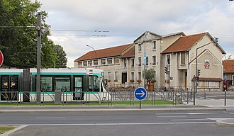Bezons - A tram on the T2 tramway line, outside the former town hall (now demolished) in Bezons