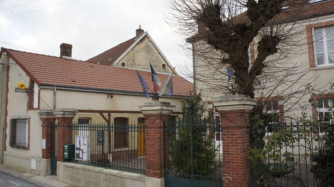 La Mairie_et la Poste à Chouilly.