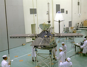 Mariner 4 - Mariner 4 is prepared for a weight test on November 1, 1963