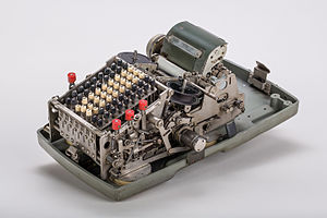 Mechanical-calculator-Brunsviga-800-02.jpg