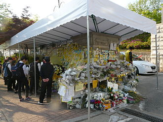 Sinking of MV Sewol - A memorial wall near the Danwon High School, where most of the victims were from