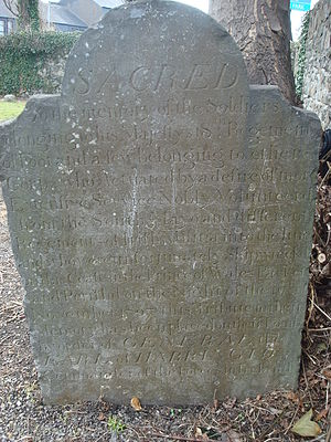 Merrion Cemetery, Bellevue - Tombstone to the 120 soldiers who died in the shipwreck of HM Packet Ship Prince of Wales along the coast in 1807