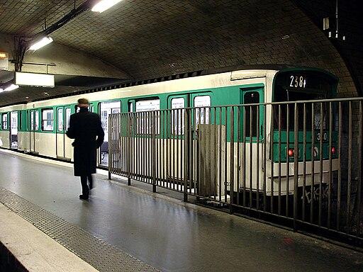 Metro de Paris - Ligne 2 - Porte Dauphine 06