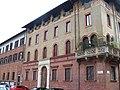 Milano - Palazzo eclettico in Piazza S. Ambrogio - panoramio.jpg