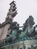 Monument to victory (11112692416).jpg