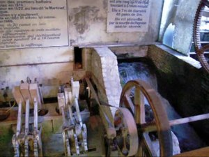 File:Moulin à papier à Fontaine-de-Vaucluse.ogv