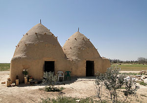 English: Mud houses near Aleppo, Syria Françai...