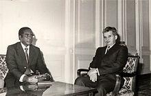 Mugabe, segretario generale dello ZANU, con Nicolae Ceaușescu nel dicembre 1976.