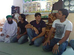 Dawat-e-Islami - Mohammad Hafeez, Misbah-ul-Haq, Kamran Akmal with Volunteers of Dawat-e-Islami
