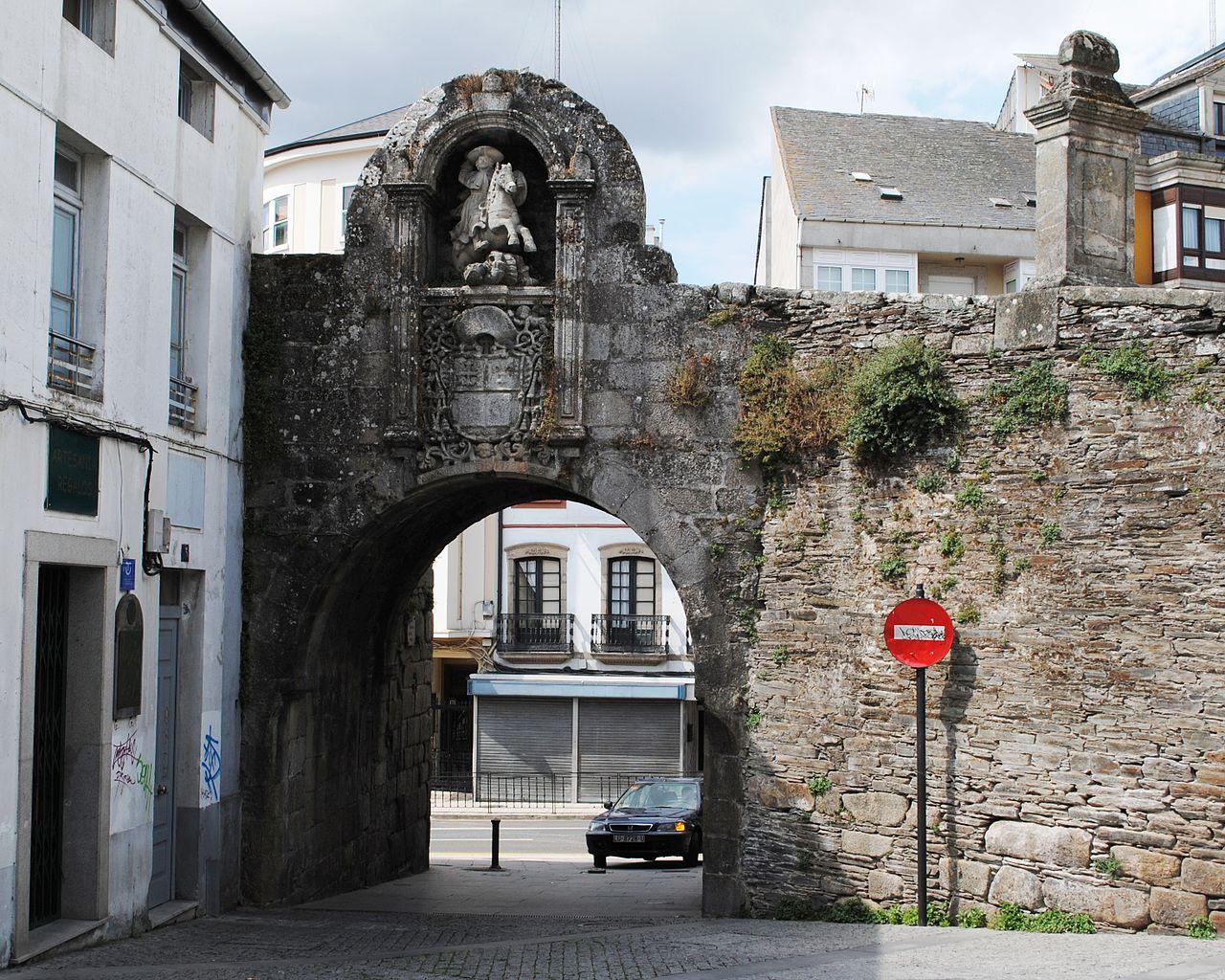 File muralla de lugo porta de wikimedia for La porta media