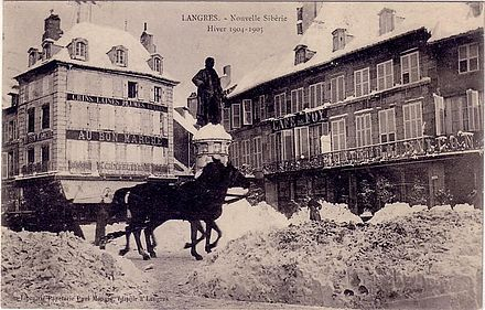 Ndeg 9 de la place dans le centre ville de Langres: in the background on the right side the birthplace of Denis Diderot Ndeg 9 de la place dans le centre ville de Langres.jpg
