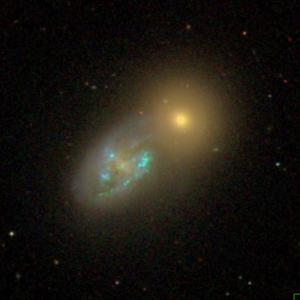 SDSS-Aufnahme von NGC 275 (links unten) und NGC 274 (oben rechts)