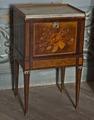 Nattduksbord av furu och björk med faner av jakaranda och mahogny. 1780-tal - Skoklosters slott - 92391.tif