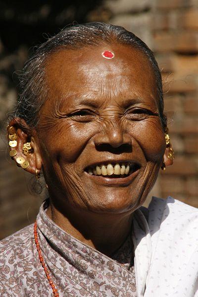 Улыбающаяся женщина из Непала