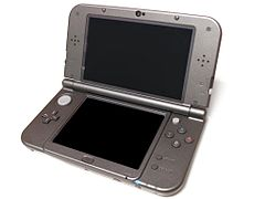 En svart New Nintendo 3DS XL-konsol.
