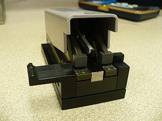Cleave (fiber) - A mechanical cleaver