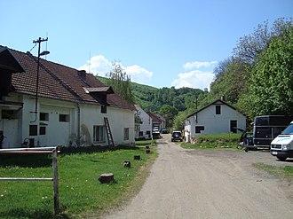 Omice - Image: Omice Dvorek vjezd
