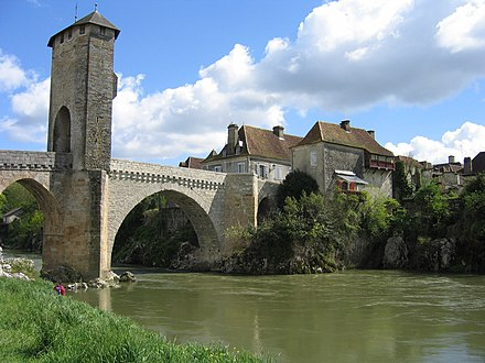 Orthez, a town where the Navarrese monarchs took shelter after 1512 Orthez Pont.JPG