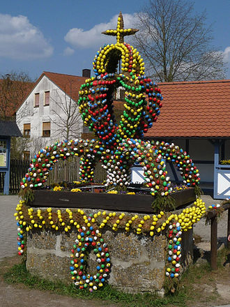Osterbrunnen - Osterbrunnen in Teuchatz