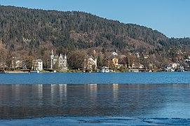 Pörtschach Halbinsel-Blick über Ostbucht mit Villen-Ensemble 12022021 8621.jpg