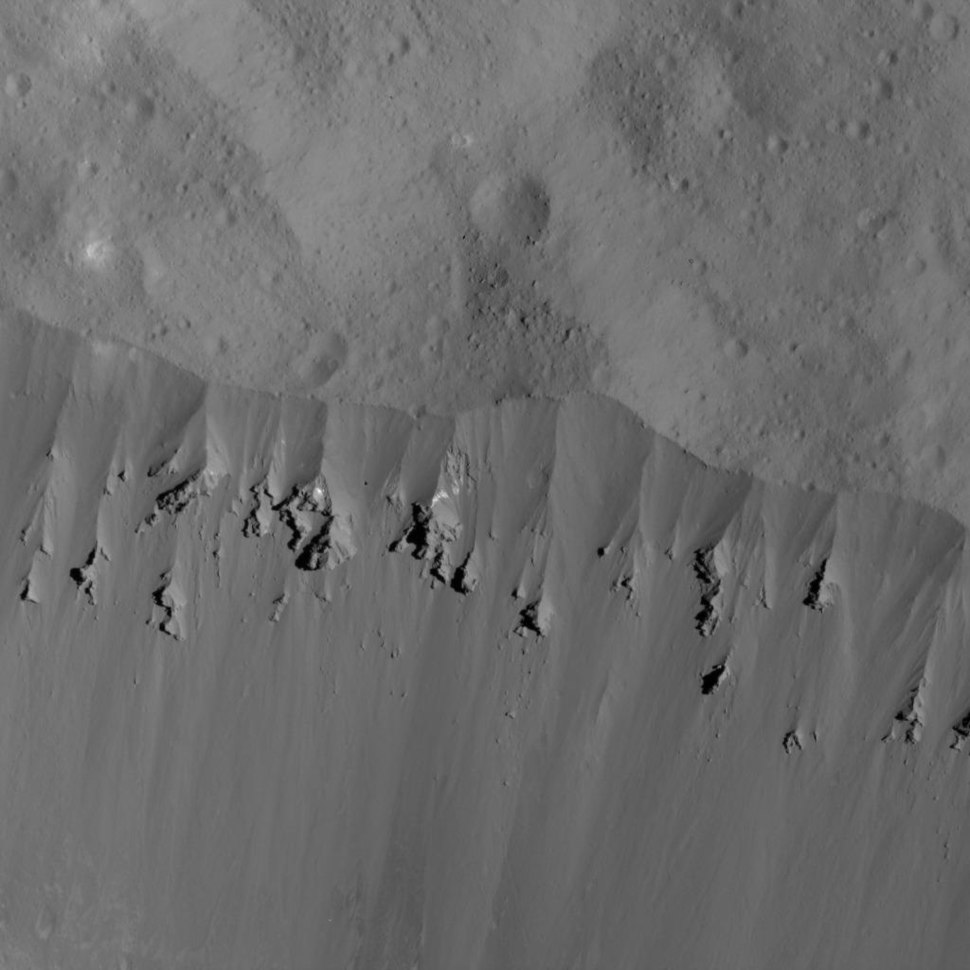 PIA22526-DwarfPlanetCeres-Dawn-OccatorCraterLandslides-20180609