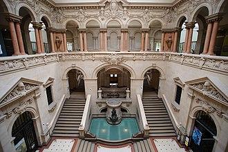 Palais de Rumine - Image: Palais de Rumine, cortile e scalinata 09