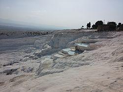 Sıcak kaynak suları havuzlarıyla, Pamukkale