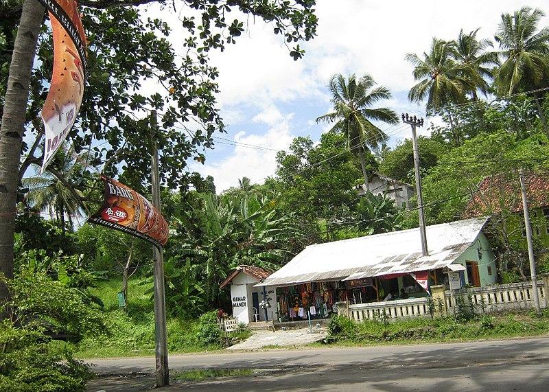 File:Pantai Karanghawu Pelabuhan Ratu - panoramio (1).jpg