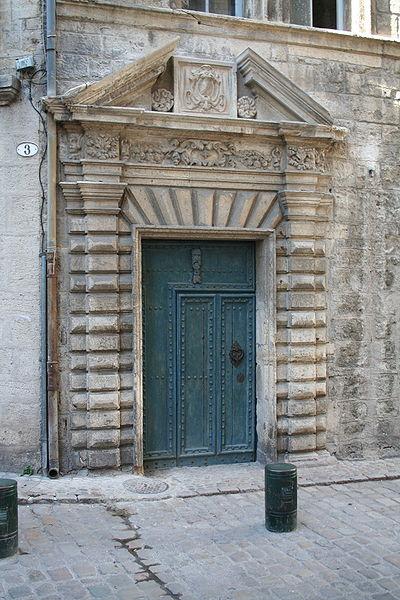 Pézenas (Hérault) - Hôtel des Commandeurs de Saint-Jean - Porte.