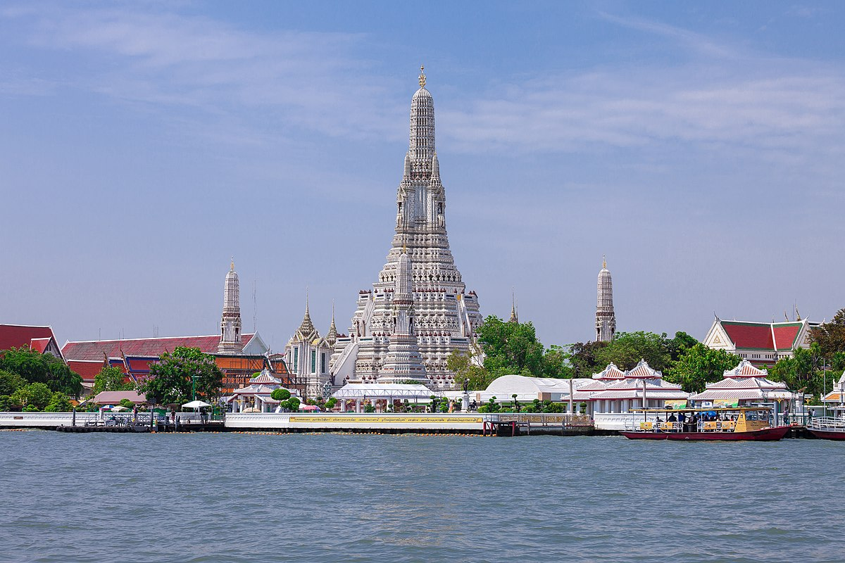 Phra Prang Wat Arun during day.jpg