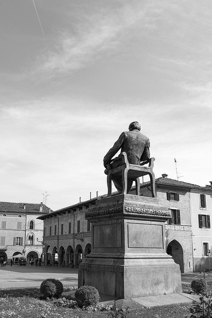 File piazza giuseppe verdi busseto parma italy april for Malvisi arredamenti busseto parma