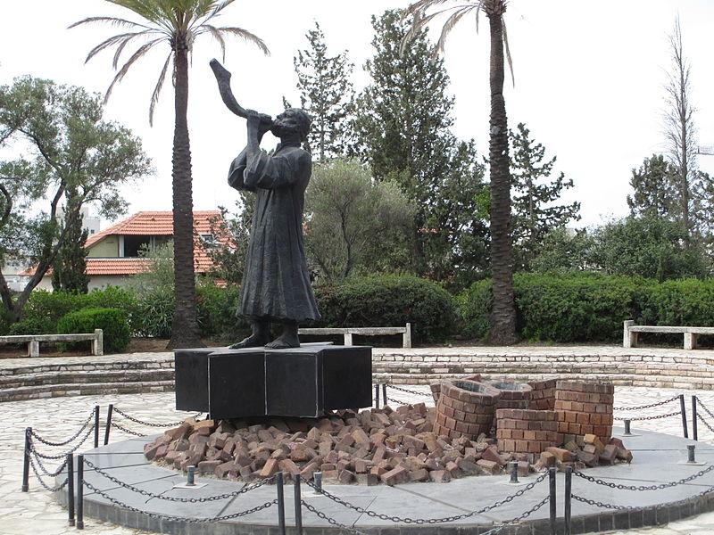 כח התקווה - פסל השואה ברמת גן