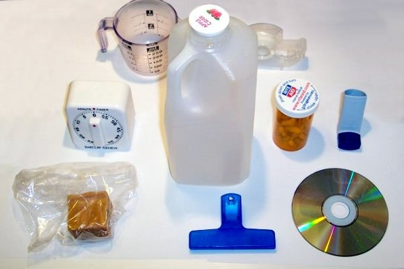 Household items made of various types of plastic Plastic household items.jpg