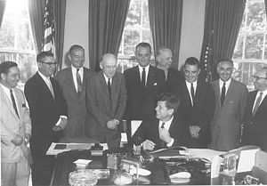 English: President Kennedy signing the 1961 Am...