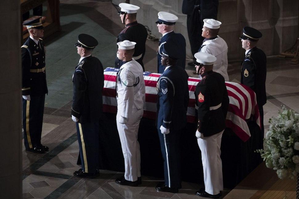 President of Ukraine Petro Poroshenko bid farewell to U.S. Senator John McCain (8)