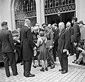 Prinses Juliana en prins Bernhard worden ontvangen bij het stadhuis van Bern, Bestanddeelnr 252-2000.jpg