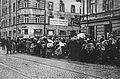 Przesiedlenia do getta warszawskiego ul. Leszno róg Żelaznej.jpg