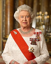 The Queen wearing her New Zealand insignia