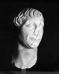 Tête de Trajan Ra 58 a