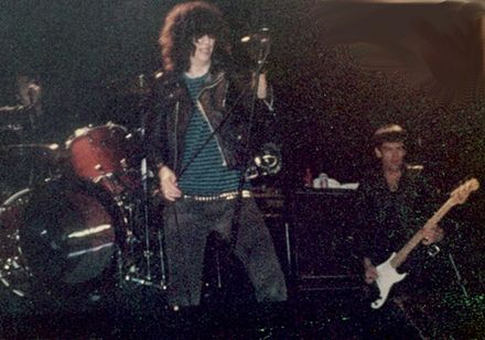 Joey and Dee Dee Ramone in concert, 1983 Ramones 1983 b.jpg
