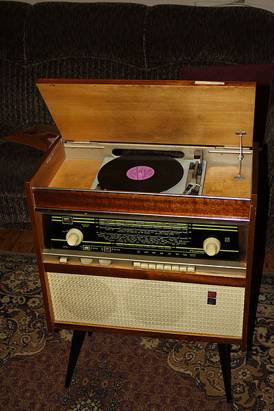 vinyl vs cd 2. Black Bedroom Furniture Sets. Home Design Ideas