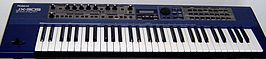 De Roland JX-305 synthesizer