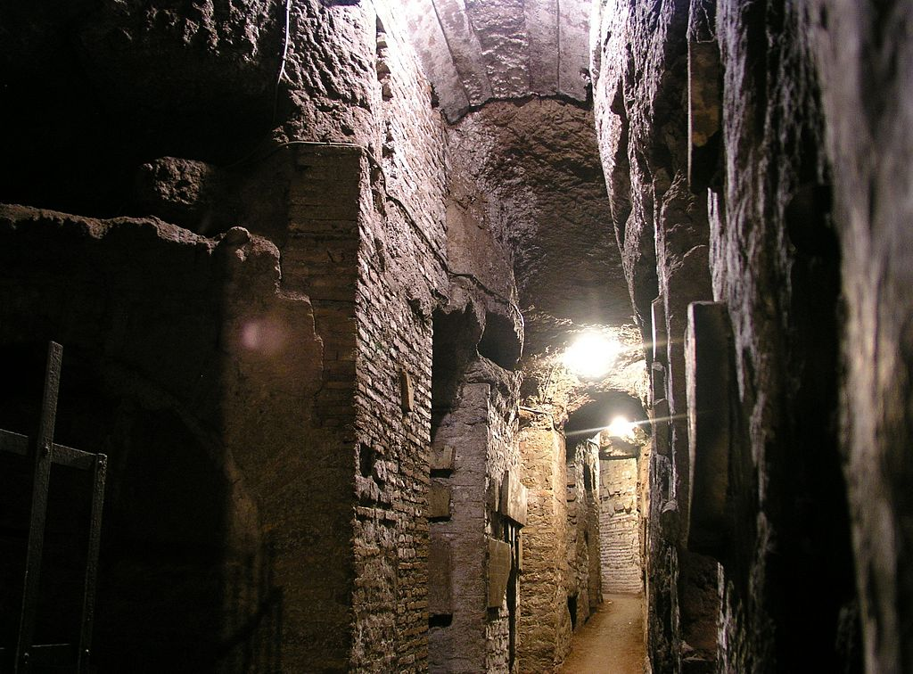Catacombes de Rome - Photo de Dnalor_01 (Wikimedia Commons CC-BY-SA 3.0)