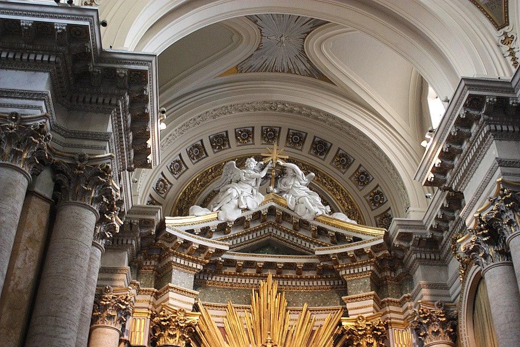 Roma, die Kirche San Salvatore i Lauro, Teilansicht des Hauptaltars.JPG