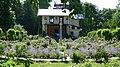 Rosengarten und Casino auf der Roseninsel.jpg