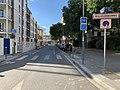 Rue Feuillat (Villeurbanne) et panneau d'entrée dans la ville.jpg