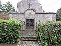 Ruesnes (Nord, Fr) mausolée du château.JPG